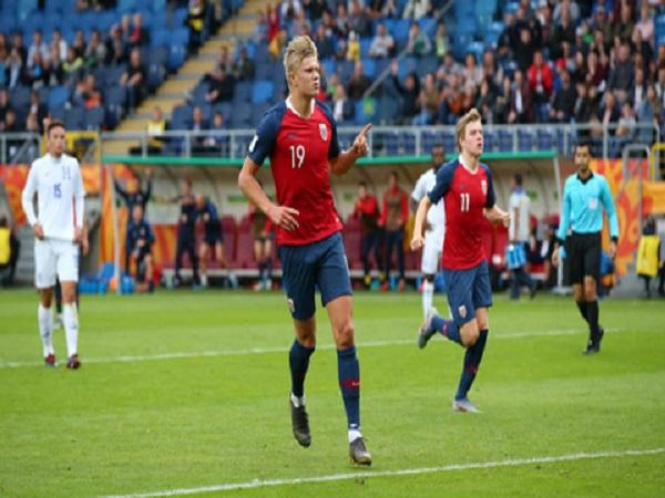 Tiền đạo Na Uy ghi 9 bàn giúp đội nhà có cơ hội đi tiếp