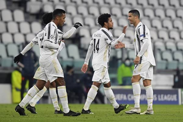 tin-bong-da-chieu-25-11-ronaldo-di-vao-lich-su-champions-league