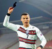 Tin thể thao sáng 29/3: Ronaldo tiếp tục nhận gạch đá vì ném băng đội trưởng